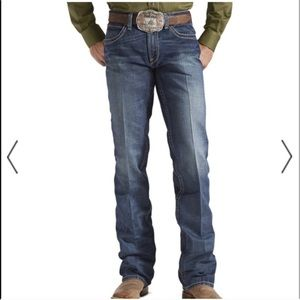 ARIAT Slim Straight Jeans. Size 32